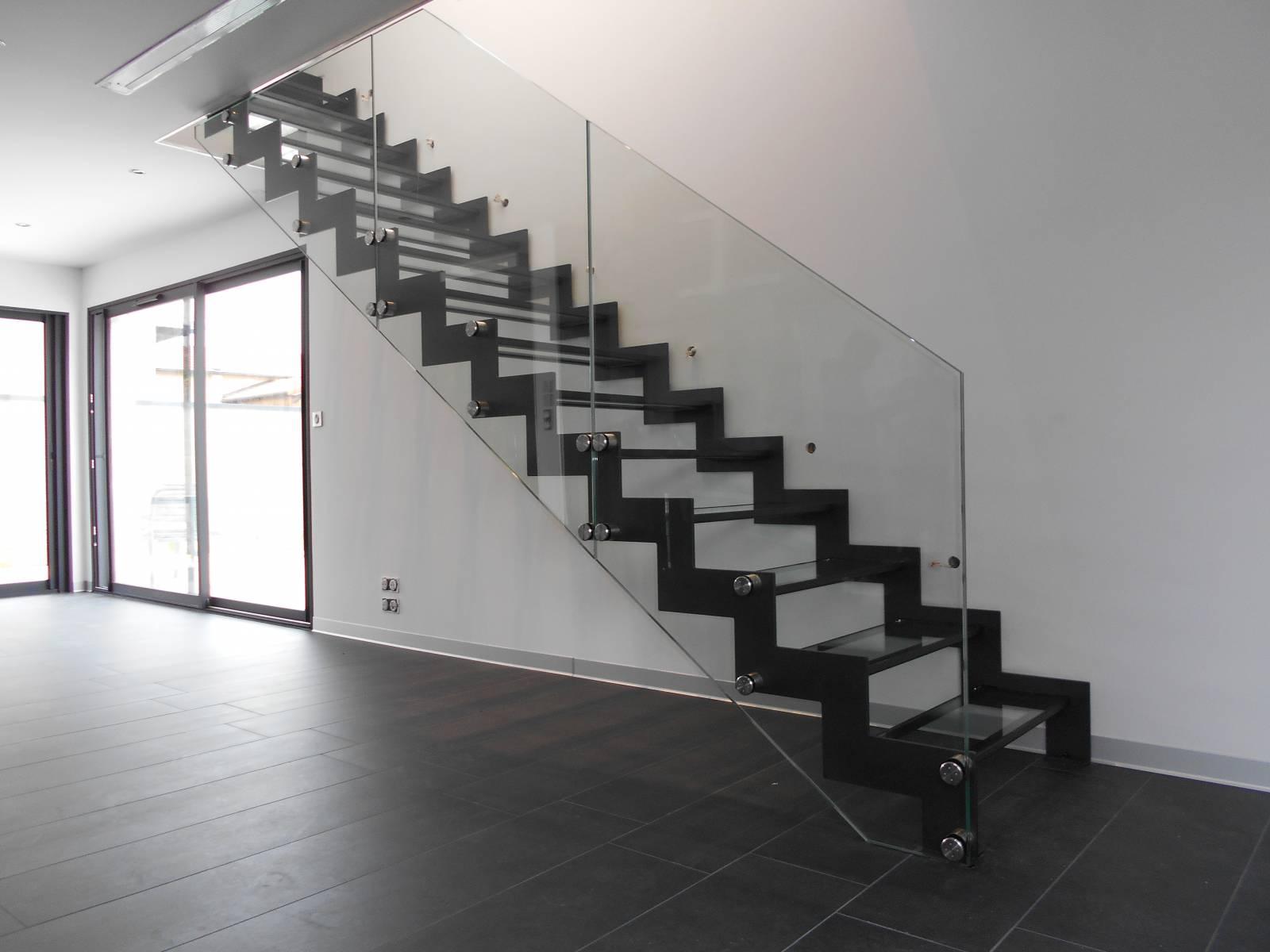 Garde Corps Haut Escalier escalier métallique crémaillère avec garde corps verre